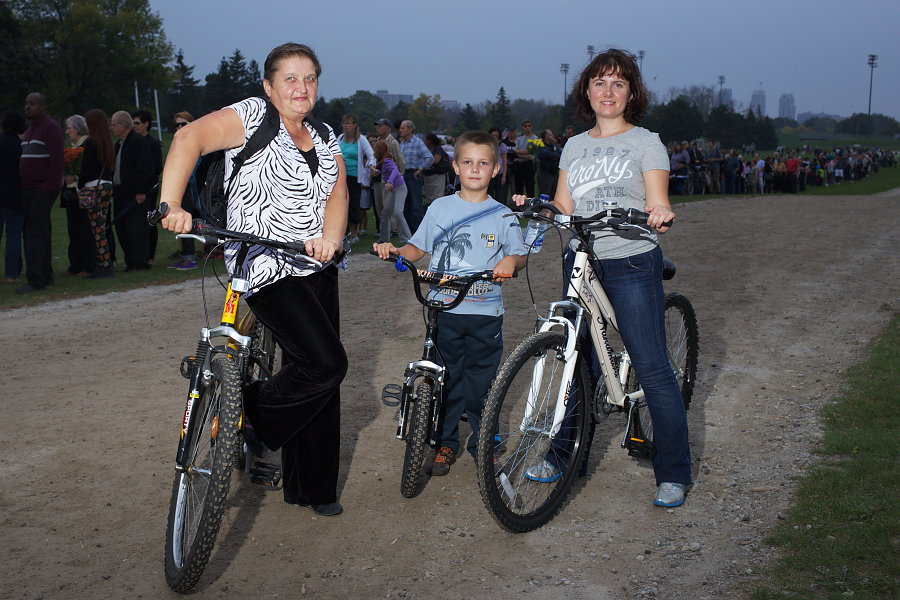 Local Family biking to Ford Fest