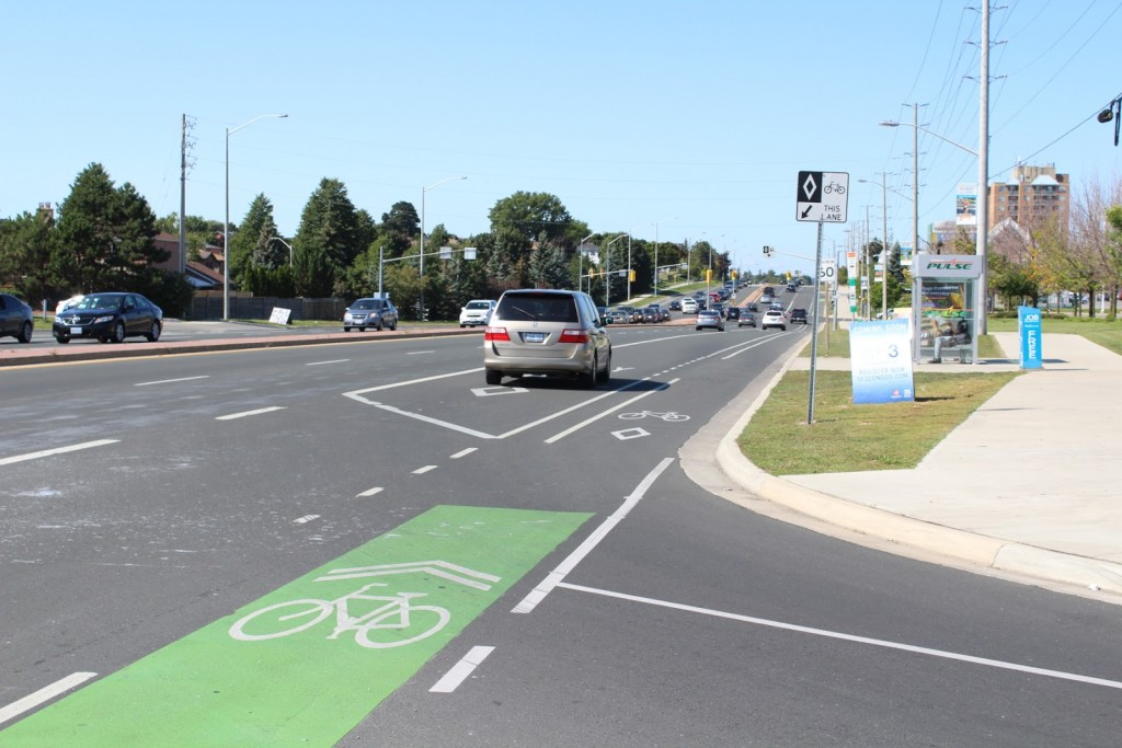 Kingston Road BRT at Harwood Avenue with green conflict zone markings (and illegal use)